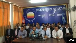 FILE CNRP holds a press conference explaining why they decided to boycott the meeting at the assembly for a security reason at CNRP headquarter in Phnom Penh, on October 07, 2016. (Hean Socheata/VOA Khmer)