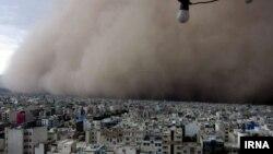 وزش توفان شدید با سرعت ۱۳۰ کیلومتر بر ساعت در تهران - دوشنبه ۱۲ خرداد ۱۳۹۳