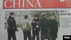 香港南華早報報道:一男子近日在天安門廣場附近遭警察攔截盤問