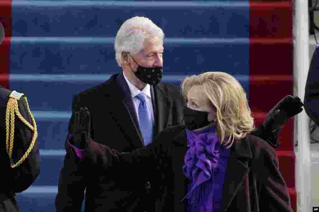 អតីតប្រធានាធិបតីលោក Bill Clinton និងភរិយាគឺអ្នកស្រី Hillary Clinton ចូលរួមពិធីស្បថចូលកាន់តំណែងរបស់លោក Joe Biden និងអ្នកស្រី Kamala Harris នៅវិមានសភាសហរដ្ឋអាមេរិក ក្នុងរដ្ឋធានីវ៉ាស៊ីនតោន ថ្ងៃពុធ ទី២០ ខែមករា ឆ្នាំ២០២១។