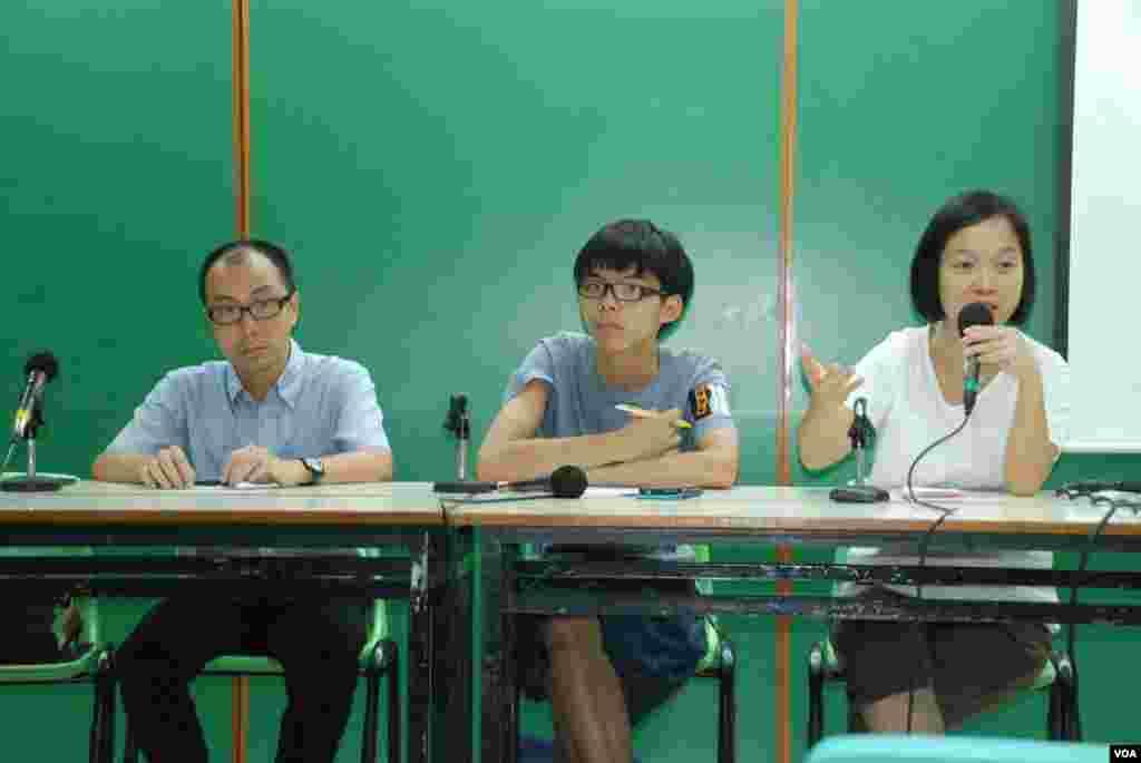 香港學民思潮舉辦家長座談會,講解中學生罷課爭普選的理念以及如何處理親子之間政見不合等問題