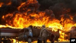 آرشیف: تانکر های تیل که مواد سوخت ناتو را انتقال میدهد آتش گرفته است.