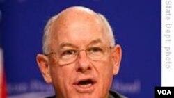 """Jurubicara Departemen Luar Negeri Amerika P.J. Crowley mengatakan Kamboja telah diberitahu pengiriman 200 truk militer dan trailer batal dilaksanakan """"sebagai konsekuensi dari tindakan pemerintah negara itu."""""""