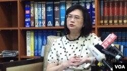 台灣外交部發言人王佩玲2017年5月18日主持記者會(美國之音記者申華拍攝)