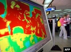 Thermal scanner atau pemindai suhu tubuh di bandara internasional Ngurah Rai, Denpasar, Bali (foto: dok).