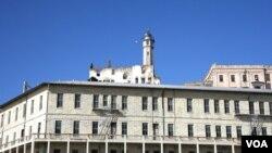Alzatraz, bekas penjara yang kini dijadikan museum dan banyak dikunjungi wisatawan di San Francisco (Foto: dok). Pusat Informasi Hukuman Mati di Washington melaporkan eksekusi tahanan di AS dilakukan di sembilan negara bagian tahun 2012, Selasa (18/12).