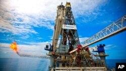БП го реинсталира поклопецот за запирање на нафтеното излевање