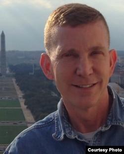 美利坚大学法学院教授基斯•亨德森(Keith Henderson)