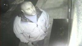 Imagen del fugitivo Christopher Dorner captada por una cámara de vigilancia y difundida por la policía en California.
