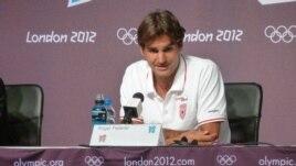 Roger Federer Jul 26, 2012 (photo by P. Brewer)