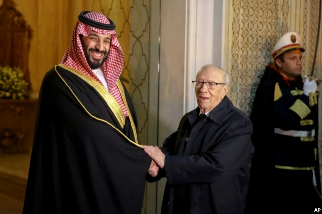 Tunisian President Beji Caid Essebsi, right, shakes hands with Saudi Crown Prince Mohammed bin Salman upon his arrival at the presidential palace in Carthage near Tunis, Nov. 27, 2018.