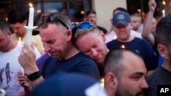 2016年6月12日,美国佛罗里达奥兰多为枪击惨案的遇难者举行烛光悼念活动。
