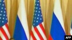 Tổng Thống Hoa Kỳ Barack Obama (trái) và Tổng Thống Nga Dmitry Medvedev đã ký hiệp định này hồi tháng Tư