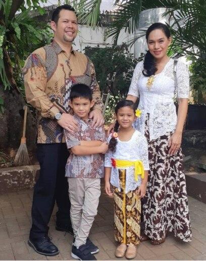 Novia Hardy dan keluarga. (Foto: Dok Pribadi)