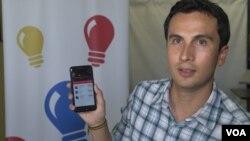 El emprendedor Alejandro Carrasco fue uno de los beneficiarios del programa de Manos hace casi tres años. [Foto: Arturo Martínez, VOA].