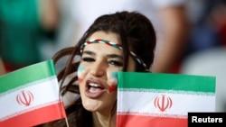 一名球迷2018年5月28日为伊朗足球队打气(路透社)