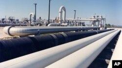 Pipa minyak mentah di kota Freeport, negara bagian Texas (foto: dok). AS mulai mengekspor minyak mentah Kamis (31/12).