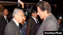 Malaysian Prime Minister Mahathir Mohamad and Pakistani Prime Minister Imran Khan are pictured at the airport near Islamabad, March 21, 2019. Mohamadis on an official three-day visit focused on investment deals. (Photo courtesy of Pakistani prime minister's office)