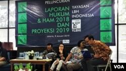 Pengurus YLBHI saat menyampaikan laporan tahunan di Gedung YLBHI, Jakarta, Selasa (8/1). (Foto: VOA/Ahmad Bhagaskoro)
