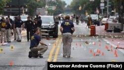 Các nhân viên FBI làm việc tại hiện trường vụ nổ ở Manhattan, New York.