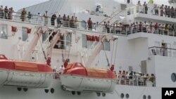Gemi limana yaklaşırken