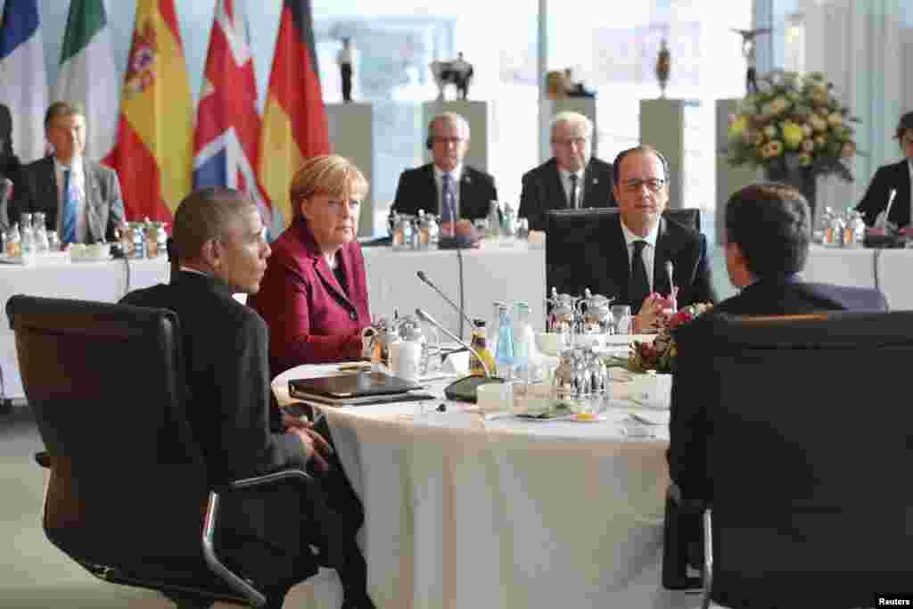 دیدار رهبران آمریکا، آلمان، فرانسه، و ایتالیا در برلین آلمان. از سمت چپ به راست: باراک اباما، رئیس جمهوری آمریکا؛ آنگلا مرکل، صدر اعظم آلمان؛ فرانسوا اولاند، رئیس جمهوری فرانسه؛ و ماتئو رنزی، نخست وزیر ایتالیا.