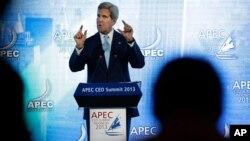 El secretario de Estado, John Kerry, habla durante la cumbre de la APEC en Bali.