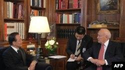 Kineski premijer, Ven Djiabao tokom susreta sa grčkim predsednikom Karlosom Papuliasom u Atini, nedelja, 3, oktobar, 2010.