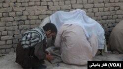 بر اساس گزراش ها، اکثر معتادین در ایران و پاکستان به مواد مخدر معتاد شده اند