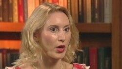Marija Stajić - o Srbiji, na engleskom jeziku