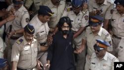 Kartunis freelance, Aseem Trivedi (25 tahun) ditahan polisi India hari Sabtu (8/9) atas tuduhan melakukan penghasutan melalui kartunnya yang memprotes korupsi di India.