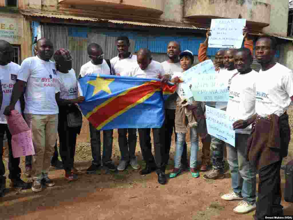 Des militants des mouvements citoyens Lucha, Filimbi et Réveil des indignés réclament le départ du pouvoir du président Joseph Kabila dont le mandat s'est terminé le 19 décembre 2016. VOA/Ernest Muhero