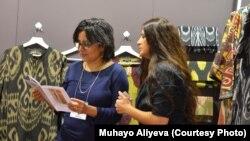 """O'zbekistonlik Muhayo Aliyeva Nyu-Yorkdagi """"NY Now"""" shousida yangi to'plamini namoyish qildi."""