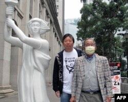 支联会正副主席司徒华(右)和李卓人