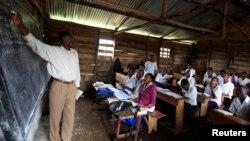 Sala de aula na República Democrática do Congo (Foto:Reuters)