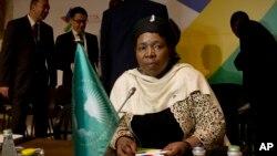 I/G Koomishiina Waldaa Afrikaa Nkosazana Dlamini-Zuma Sadaasaa 12, 2015.(AP)