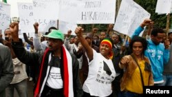 FILE - People protesting against an earlier security force attack on a student rally in Orono shout slogans during a demonstration organized by the opposition Ethiopian Federal Democratic Unity Forum in Addis Ababa, May 24, 2014.