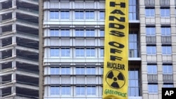 Greenpeace activists' banner hangs over PT Medco Energi Internasional headquarters in Jakarta (file photo)