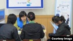 탈북 여성 취업 '낯선 직장 문화, 영어' 고충