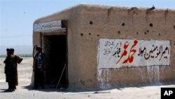 """""""무슬림의 지도자 물라 무하마드 오마드""""라고 적혀있는 파키스탄의 한 상점"""