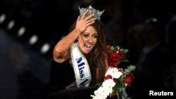 Miss Dakota del Norte, Cara Mund, fue coronada Miss Amercia en Atlantic City, New Jersey, el domingo, 10 de septiembre, de 2017.