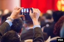 大约300位台商参加了联谊会,他们代表着9万2千多到中国大陆注册登记的台资企业。(美国之音记者方正拍摄)