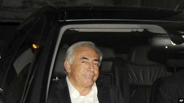 Former IMF chief Dominique Strauss-Kahn leaves his apartment, hours after being questioned by police, in Paris September 12, 2011.
