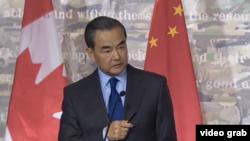 中國外長王毅在加拿大舉行的一場記者會上不滿記者提出中國人權問題。