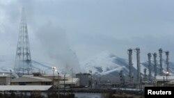 تأسیسات آب سنگین اراک در ۱۹۰ کیلومتری جنوب غرب تهران