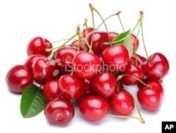 ໝາກ ແຊຣີ (cherries) ມີແກ່ນມົນໆຢຸ່ທາງໃນ.