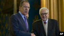 阿盟和平特使卜拉希米(右)和俄羅斯外交部長拉夫羅夫