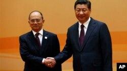 တရုတ္သမၼတ Xi Jinping နဲ႔ ျမန္မာသမၼတ ဦးသိန္းစိန္၊ Beijing, China Saturday, Nov. 8, 2014. (AP Photo/)