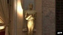 Xhejms Franko dhe An Hathëuej prezantues në ceremoninë e çmimeve Oscar