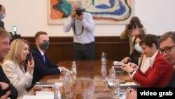 Sastanak predstavnika kompanije Rio Tinto i predsednika i članova Vlade Srbije (izvor: www.predsednik.rs)